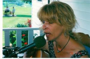 Carolyn singing in western Pennsylavania. (Credit Keith Carreiro c. 2000).